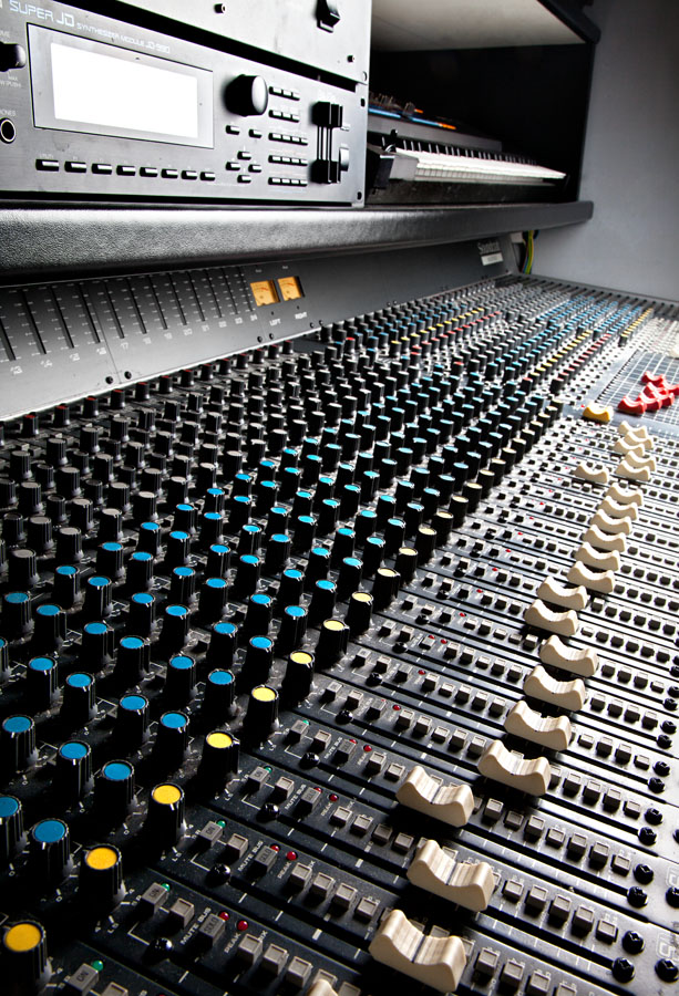 banco-mixer-control-room-B